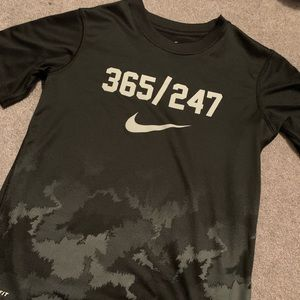 Boys Nike dry fit shirt size small